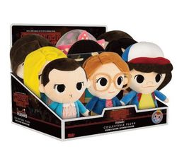 DISPLAY PELUCHES STRANGER THINGS (9)