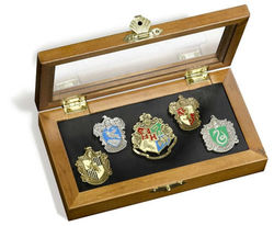 HARRY POTTER CREST PIN SET