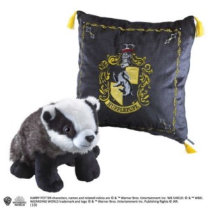 HARRY POTTER CUSHION + HUFFLEPUFF PLUSH